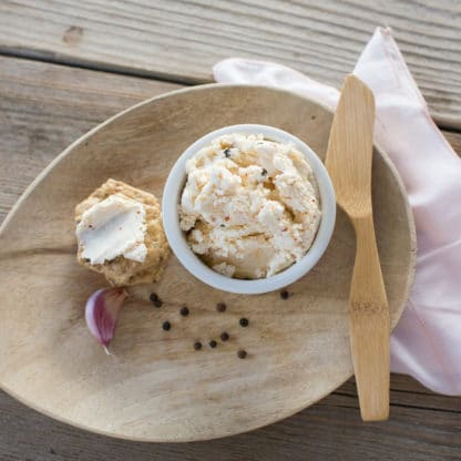Green Dirt Farm Fresh Spreadable Cheese: Garlic Peppercorn