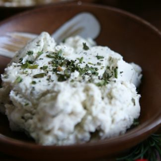 Green Dirt Farm Fresh Spreadable Cheese: Garlic Herb